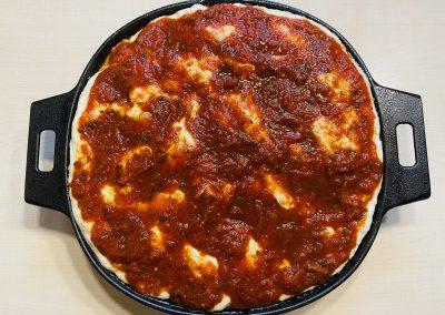 Pfannenbrot mit Tomaten aus der Gusspfanne
